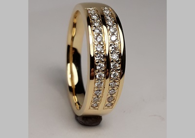 18ct Wedding Ring 1