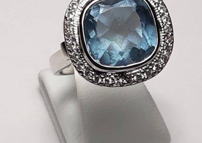 18ct Topaz Diamond Dress Ring